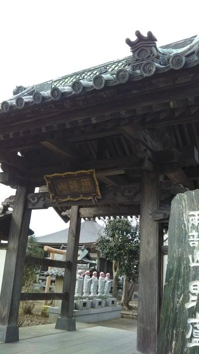 毘盧遮那寺の山門