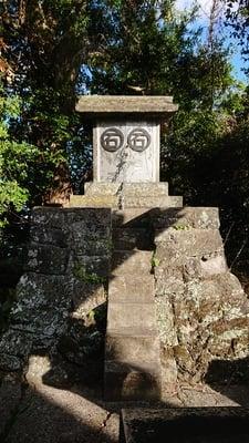 皇産霊神社の末社