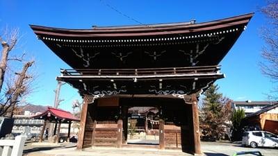 山梨県御崎神社の山門