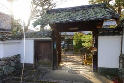 寿寧院の山門