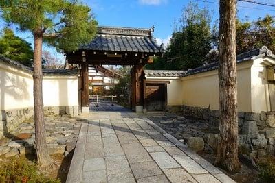 松巌寺の山門