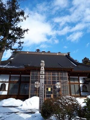 岩手県洞泉寺の本殿