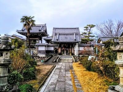 愛知県松平山 正本寺の山門