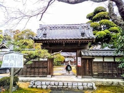 愛知県奥田山 安楽寺の山門