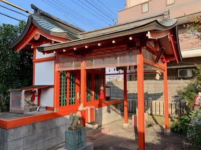 駒竹稲荷神社の本殿