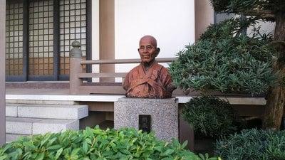 東京都法専寺の像