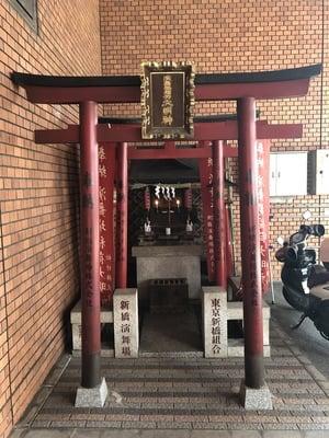 演舞場稲荷大明神の本殿