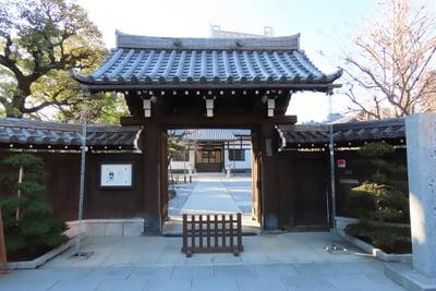 東京都法泉寺の山門
