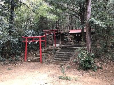 東京都阿豆佐味天神社の末社