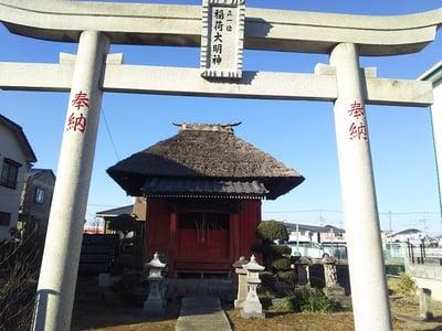 埼玉県正一位稲荷大明神の鳥居