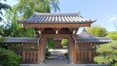 埼玉県長青寺の山門