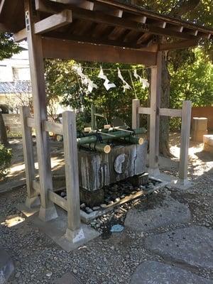 弦巻神社の手水