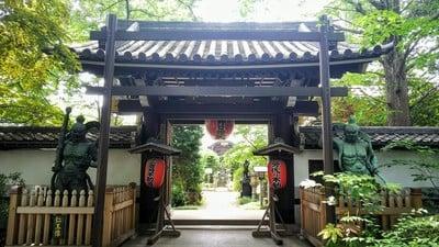 東京都井口院の山門