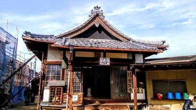愛知県信貴山 宝生寺の本殿