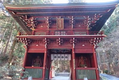 茨城県御岩神社の山門