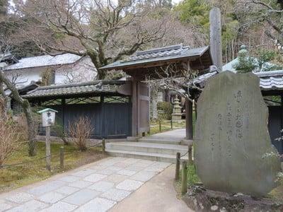神奈川県東慶寺の山門