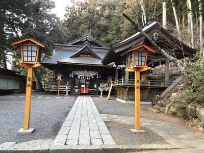 山梨県新倉富士浅間神社の本殿