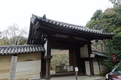 奈良県不退寺の山門