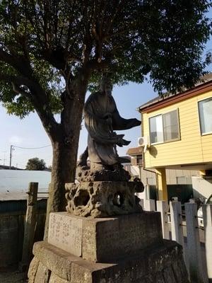 須賀神社の像