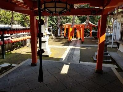 國學院大學神殿の近くの神社お寺|豊栄稲荷神社