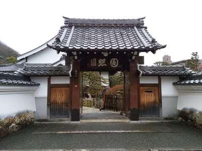 鶴棲院の山門