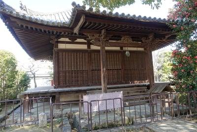 奈良県伝香寺の本殿