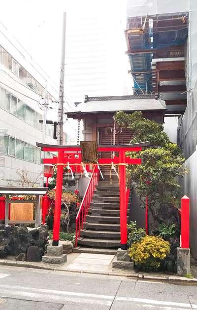 東京都講武稲荷神社の鳥居