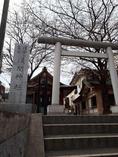 東京都浅草富士浅間神社の鳥居