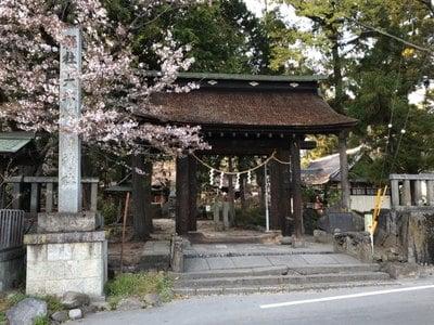 山梨県大井俣窪八幡神社の山門