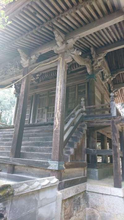 鴨布勢神社の本殿