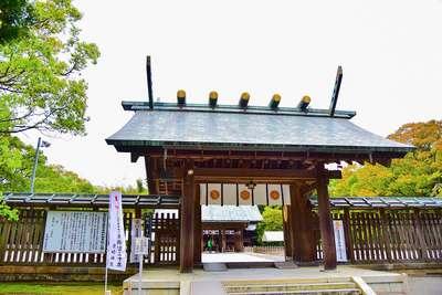 宮崎神宮の山門