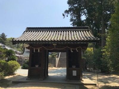 岡山県安仁神社の山門