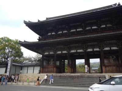 京都府仁和寺の山門
