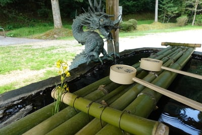 八咫烏神社の手水