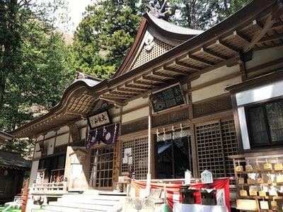 山梨県大嶽山那賀都神社の本殿