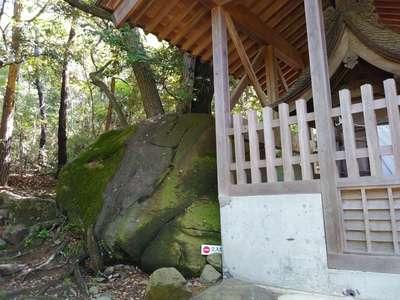 月水石神社の本殿