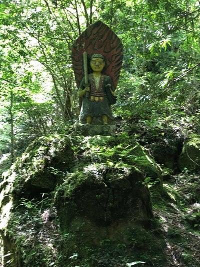 岩屋神社の像