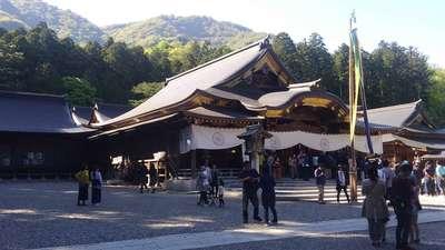 新潟県彌彦神社の本殿