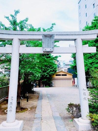 被官稲荷神社の鳥居