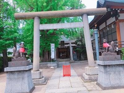 東京都飛木稲荷神社の鳥居