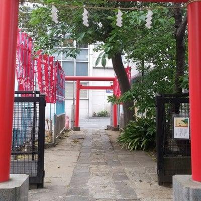 花園神社の近くの神社お寺|雷電稲荷神社