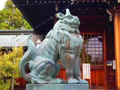 溝旗神社(肇國神社)の狛犬