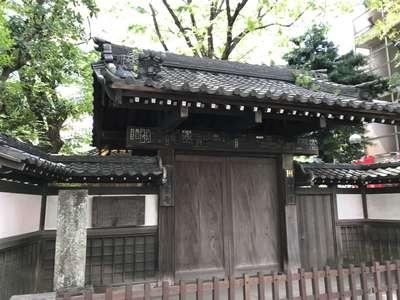 東京都蓮乗寺の山門