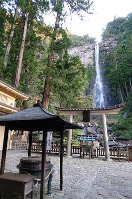 飛瀧神社の本殿