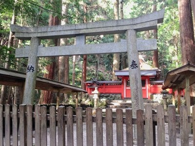 室生龍穴神社の本殿