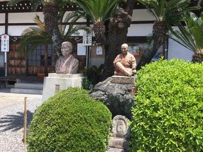 来応寺の像