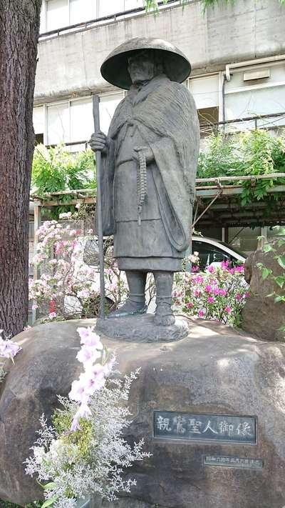 東京都東本願寺の像
