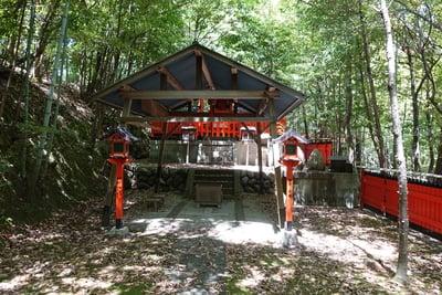 八峰神社の本殿