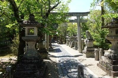奈良豆比古神社(奈良県平城山駅) - 鳥居の写真