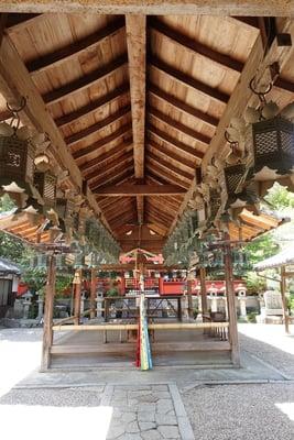 奈良県奈良豆比古神社の本殿